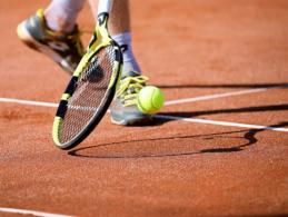 """Po penkių setų dramos S. Tsitsipas pranoko A. Zverevą ir iškopė į """"Roland Garros"""" finalą"""