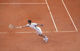 """N. Džokovičius pranoko R. Nadalį jo tvirtovėje ir iškopė į finalą """"Rolan Garros"""" turnyre"""