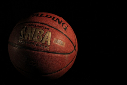 """Klampiose rungtynėse """"Bucks"""" įveikė """"Suns"""" ir išlygino NBA finalo serijos rezultatą"""