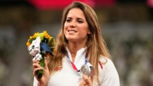 Olimpinė prizininkė aukcione pardavė savo medalį, jog paaukotų pinigų rimtų širdies problemų turinčiam kūdikiui