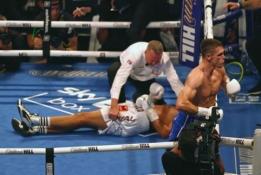 N18: Prieš pagrindinę dvikovą Londone boksininkas L. Castillo po nokauto krito be sąmonės