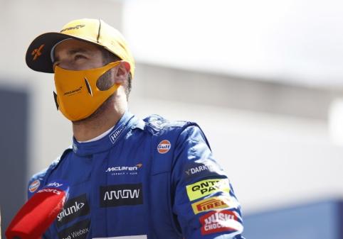 """D. Ricciardo papasakojo apie vykusius pokalbius su """"Ferrari"""""""