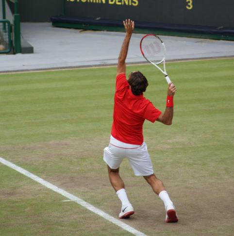 R. Federerio sugrįžimas į žolės kortus pažymėtas nelengva pergale