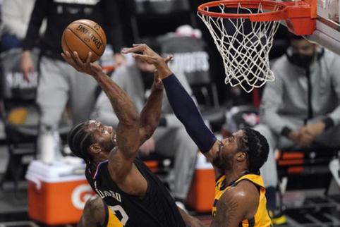 Naktis NBA: dviejose serijose rezultatas tapo 2-2