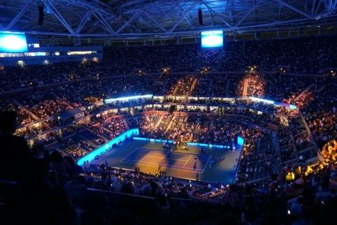 N. Džokovičius vėl pralaimėjo pirmą setą, tačiau iškopė į pusfinalį